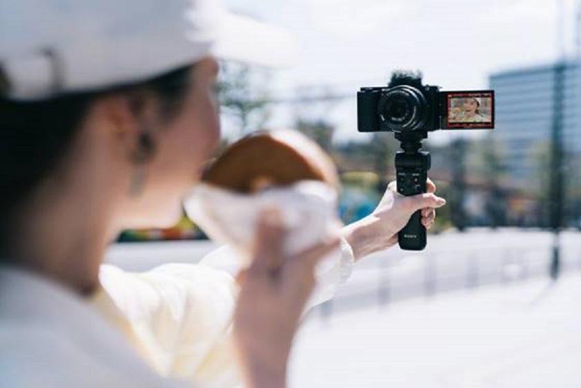 Da Sony la videocamera pensata per vlogger